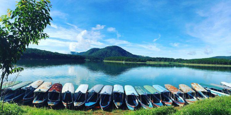 Hồ Tuyền Lâm tĩnh lăng yên bình