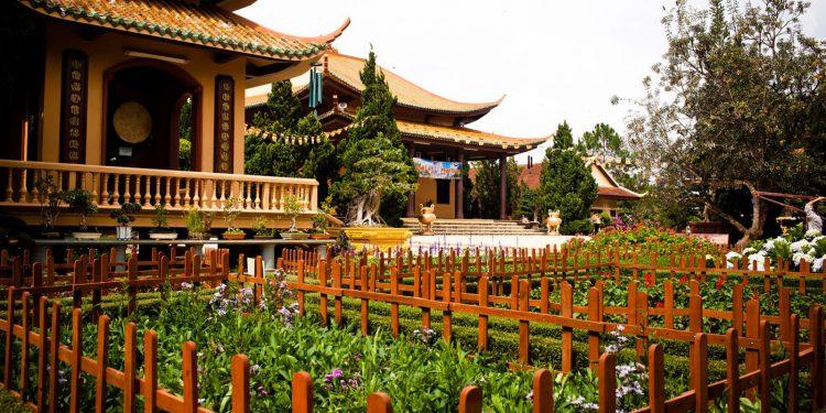 Vườn hoa Thiền Viện Trúc Lâm Đà Lạt