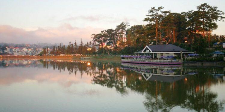 Quang cảnh nên thơ của hồ Xuân Hương vào buổi chiều