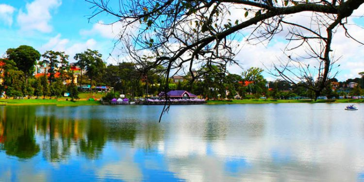 Tản bộ Hồ Xuân Hương